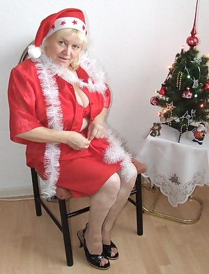 Free Mature Christmas Porn Pictures