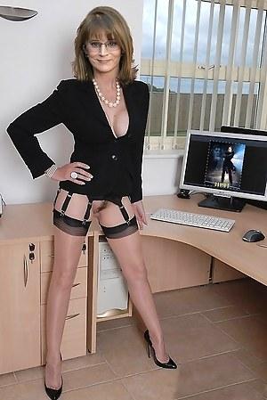 Free Petite Mature Porn Pictures