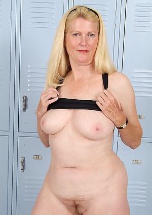 Free Mature Locker Room Porn Pictures
