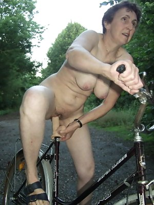 Free Mature Outdoor Porn Pictures